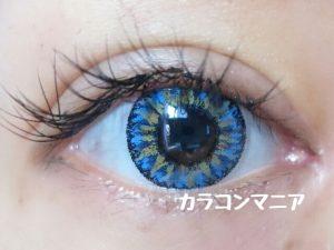 ハロウィン・コスプレ用青カラコン/ジーニーガールズ (トロピカルブルー)の装着画像/室内での見え方