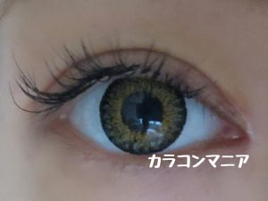 VIVIAN/ヴィヴィアン サイバーゴールド(ダイアモンドブラウン)ワンデーの発色はブラウンアイ