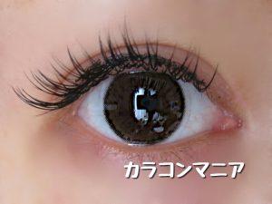 カラコンNANA(ブラウン02)/VIVIAN(ヴィヴィアン)のアプリコットブラウンの装着画像/室内で撮影