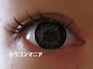 eye-mnkr-quuen12-graybrown-room-dark